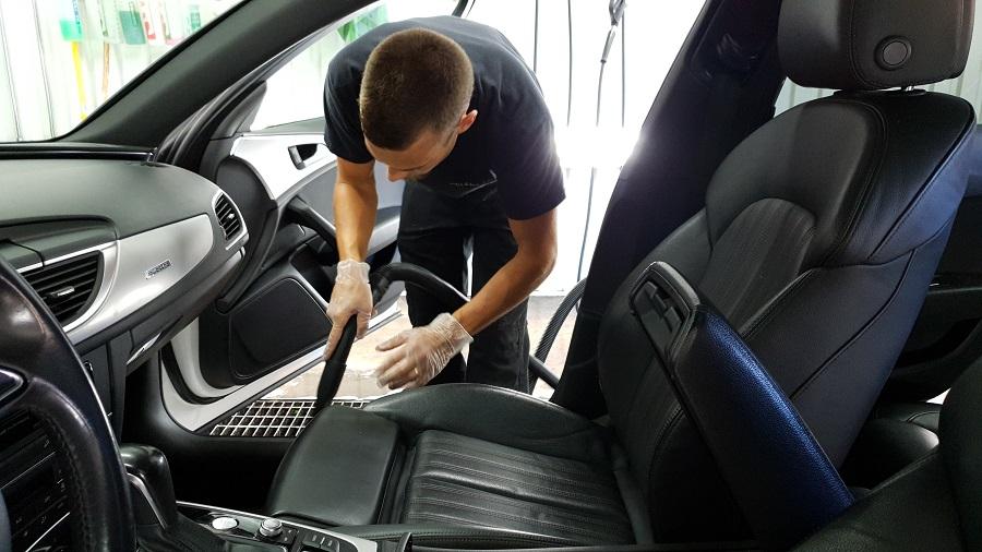 rengöring skinnklädsel bil